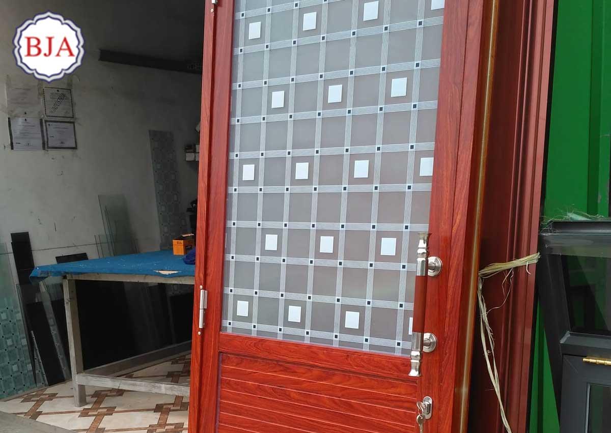 Pintu Aluminium Kamar Mandi Motif Kayu